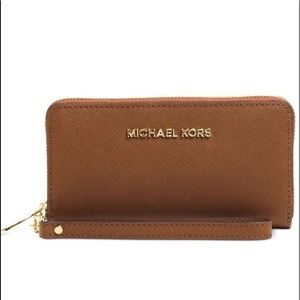 ALERT Flash SALE  Michael Kors Travel wallet✨